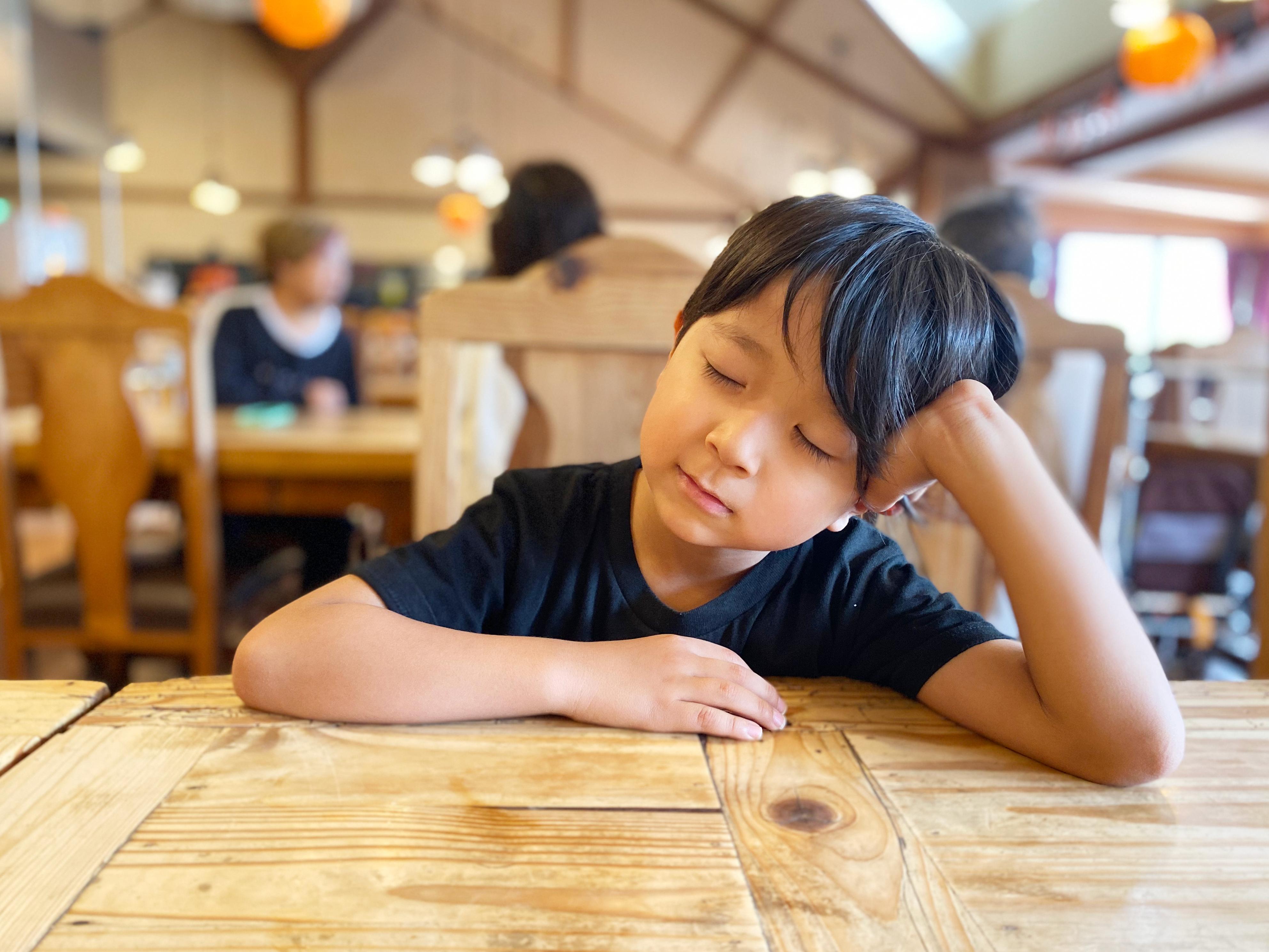睡眠不足の子どもはケガをしやすい?大切な我が子が良質睡眠を得るためにできること